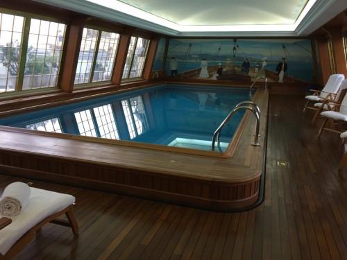 Création et pose d'un bandeau composite - piscine Le Bristol Paris